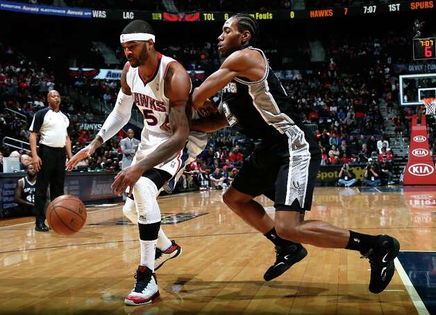Kawhi Leonard (2) of the Spurs defends against Josh Smith #5 of the Hawks at Philips Arena on Jan. 19, 2013 in Atlanta. Photo: Kevin C. Cox, Getty Images / 2013 Getty Images