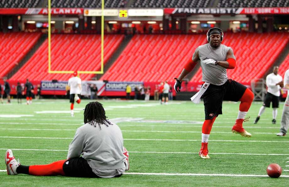 Ricky Jean Francois warms up before the San Francisco 49ers take on the Atlanta Falcons in the NFC Championship game on Sunday Jan. 20,  2013,  at the Georgia Dome in Atlanta Ga. Photo: Michael Macor, The Chronicle / ONLINE_YES