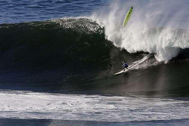 mavericks surf spot half moon bay