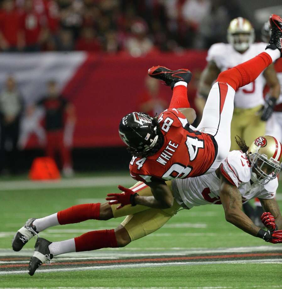 Atlanta Falcons' Roddy White catches a pass with San Francisco 49ers' Dashon Goldson defending during the first half of the NFL football NFC Championship game Sunday, Jan. 20, 2013, in Atlanta. Photo: Dave Martin, Associated Press / AP