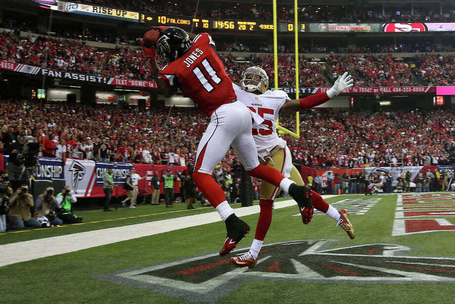 Falcons receiver Julio Jones catches a 20-yard touchdown pass. Photo: Chris Graythen / 2013 Getty Images