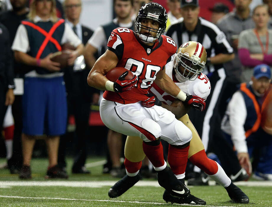 Falcons tight end Tony Gonzalez runs after a catch against Patrick Willis of the 49ers. Photo: Chris Graythen / 2013 Getty Images