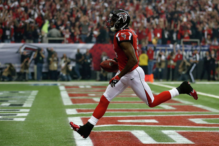 Falcons wide receiver Julio Jones catches a 46-yard touchdown in the first quarter. Photo: Chris Graythen / 2013 Getty Images