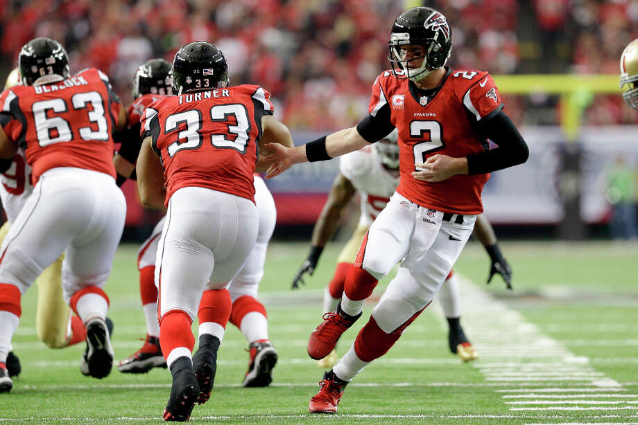 Falcons quarterback Matt Ryan hands the ball off to running back Michael Turner. Photo: Mark Humphrey