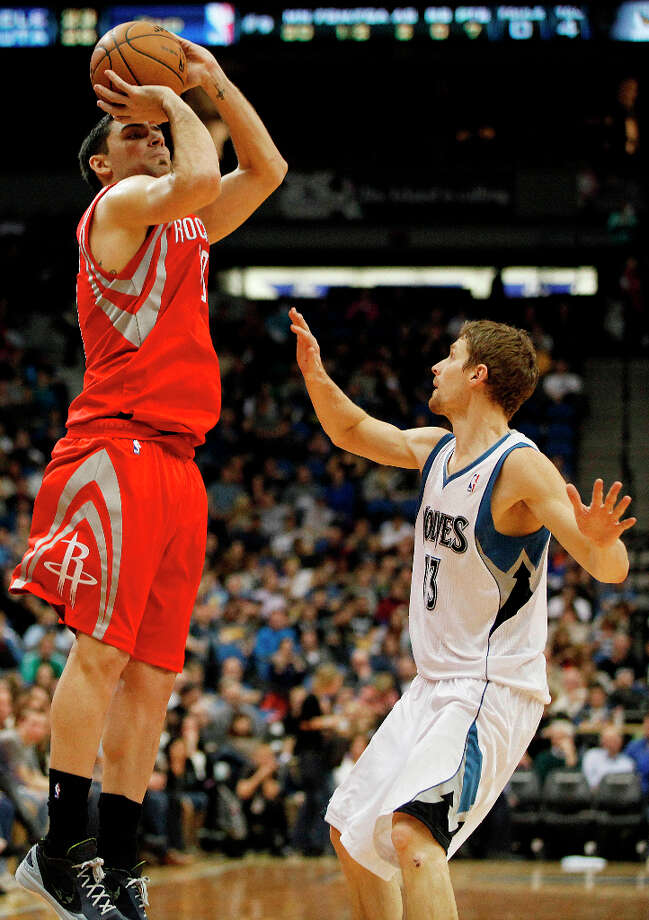 Rockets forward Carlos Delfino shoots over Luke Ridnour of the Timberwolves, Photo: Stacy Bengs