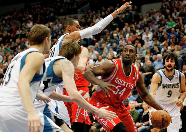 Rockets forward Patrick Patterson looks to pass against the Timberwolves' defense during the second half. Photo: Stacy Bengs