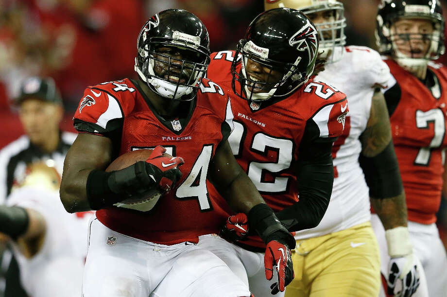 Falcons linebacker Stephen Nicholas celebrates with cornerback Asante Samuel after recovering a fumble by 49ers wide receiver Michael Crabtree. Photo: Kevin C. Cox / 2013 Getty Images