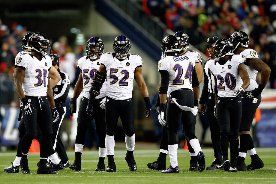 Ray Lewis #52 of the Ravens looks on with his teammates against the Patriots. Photo: Jared Wickerham, Getty Images / 2013 Getty Images