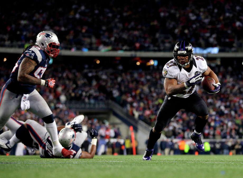 Ravens running back Ray Rice (27) runs toward the end zone for a 2-yard touchdown. Photo: Matt Slocum, Associated Press / AP