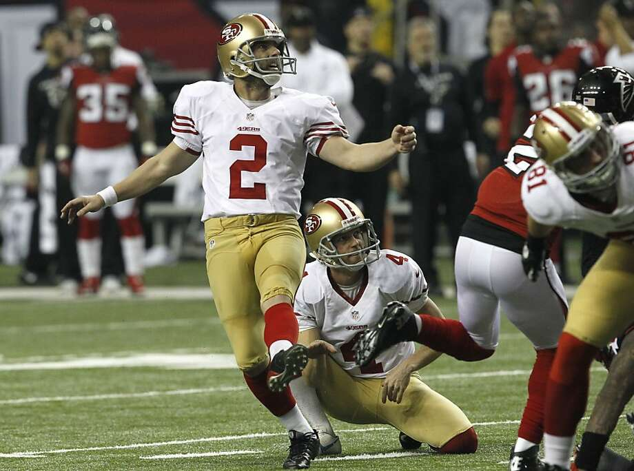 David Akers misses his only field-goal try, from 38 yards, as holder Andy Lee watches in the third quarter. Photo: Brant Ward, The Chronicle