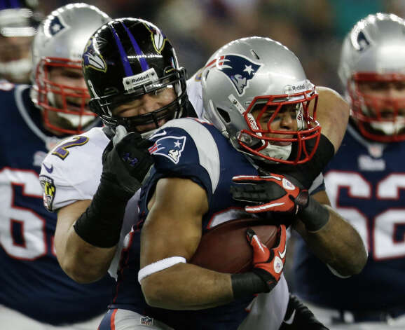 New England Patriots running back Shane Vereen is tackled by Baltimore Ravens defensive end Haloti Ngata (92) during the first half of the NFL football AFC Championship football game in Foxborough, Mass., Sunday, Jan. 20, 2013. (AP Photo/Steven Senne) Photo: Steven Senne, Associated Press / AP