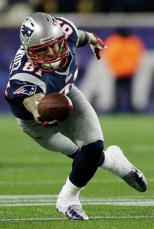 New England Patriots tight end Aaron Hernandez dives for a pass during the first half of the NFL football AFC Championship football game against the Baltimore Ravens in Foxborough, Mass., Sunday, Jan. 20, 2013. The pass was incomplete. (AP Photo/Elise Amendola) Photo: Elise Amendola, Associated Press / AP