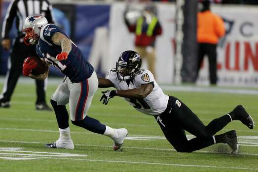 New England Patriots tight end Aaron Hernandez, left, runs out of the tackle of Baltimore Ravens strong safety Bernard Pollard during the first half of the NFL football AFC Championship football game in Foxborough, Mass., Sunday, Jan. 20, 2013. (AP Photo/Charles Krupa) Photo: Charles Krupa, Associated Press / AP