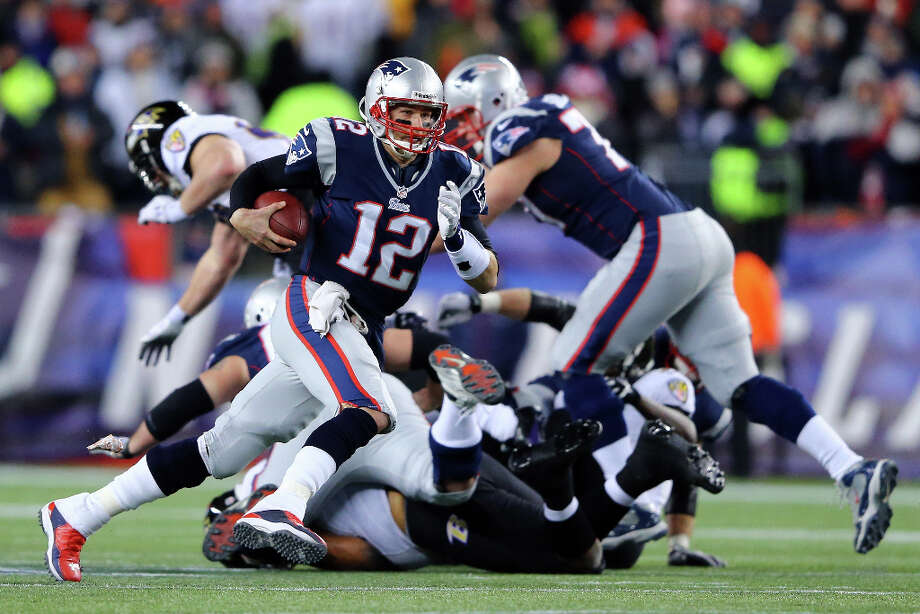 Tom Brady Patriots runs the ball against the Ravens. Photo: Al Bello, Getty Images / 2013 Getty Images