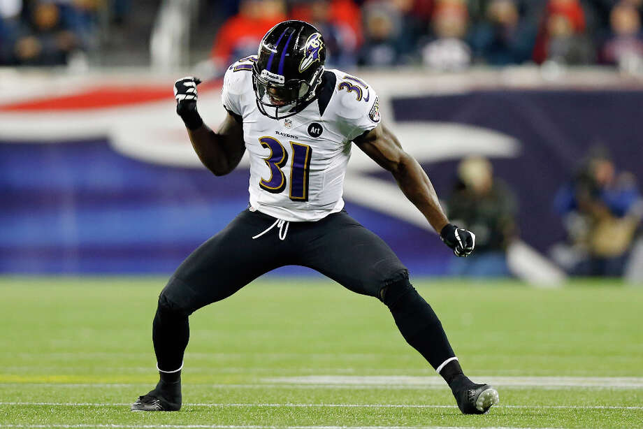 Bernard Pollard #31 of the Ravens celebrates a fumble recovery against Stevan Ridley #22 of the Patriots. Photo: Jared Wickerham, Getty Images / 2013 Getty Images