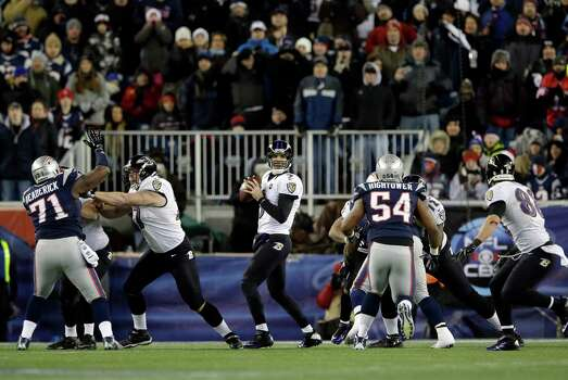 Baltimore Ravens quarterback Joe Flacco (5) looks to pass in front of New England Patriots outside linebacker Dont'a Hightower (54) during the first half of the NFL football AFC Championship football game in Foxborough, Mass., Sunday, Jan. 20, 2013. (AP Photo/Matt Slocum) Photo: Matt Slocum, Associated Press / AP