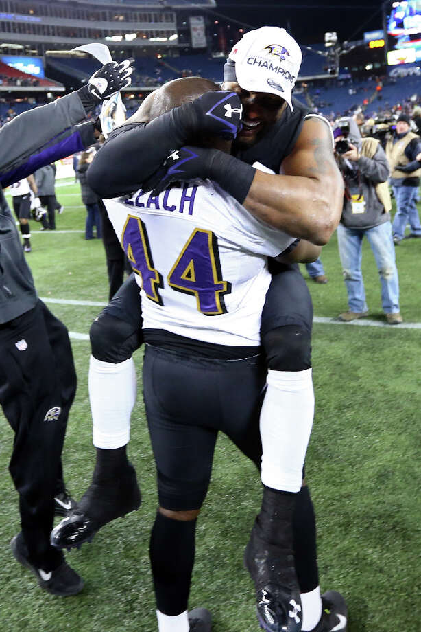 Ray Lewis #52 of the Ravens celebrates with Vonta Leach #44 after defeating the Patriots. Photo: Al Bello, Getty Images / 2013 Getty Images