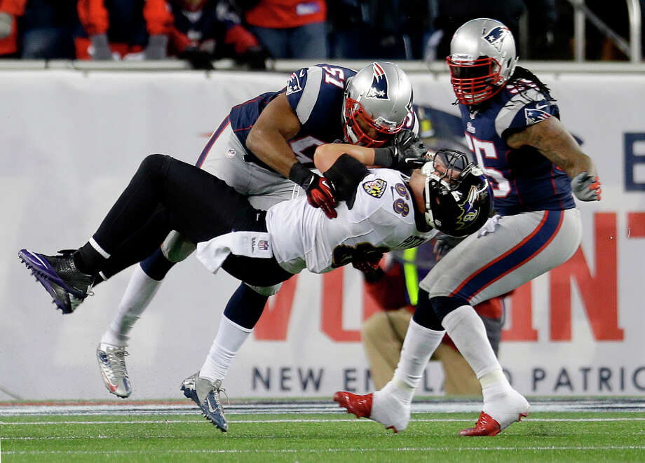 Patriots outside linebacker Jerod Mayo (51) tackles Ravens tight end Dennis Pitta (88) after a reception. Photo: Elise Amendola, Associated Press / AP