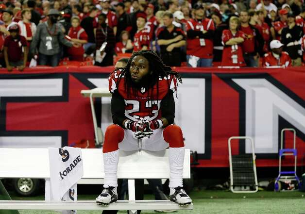 Atlanta Falcons' Dunta Robinson sits on the team bench after being defeated by San Francisco 49ers in the NFL football NFC Championship game Sunday, Jan. 20, 2013, in Atlanta. The 49ers won 28-24 to advance to Superbowl XLVII. Photo: David Goldman, Associated Press / AP
