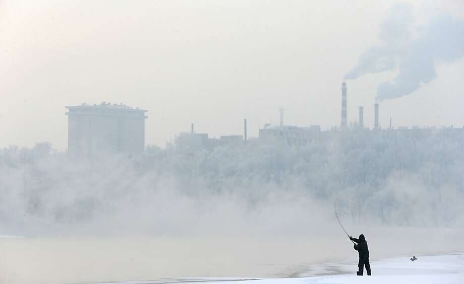 A man fishes from the banks of the Moscow River in Kolomenskoye park, Moscow, Russia, Sunday, Jan. 20, 2013. Moscow temperatures on Sunday dropped to -14 degrees Celsius (6.8 degrees Fahrenheit). Photo: Mikhail Metzel, Associated Press