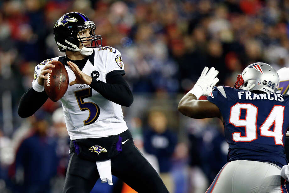 Joe Flacco Ravens gets pressured by Justin Francis #94 of the Patriots. Photo: Jared Wickerham, Getty Images / 2013 Getty Images