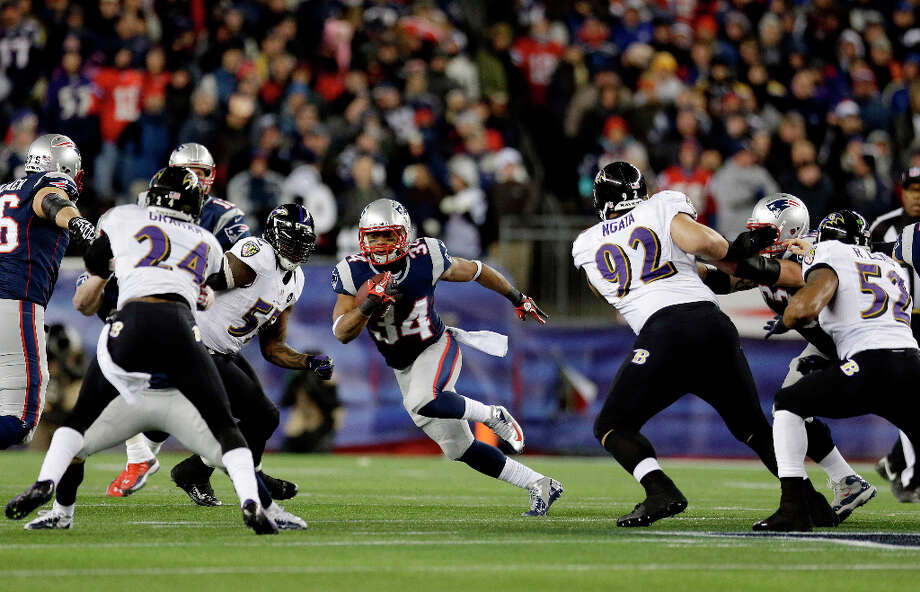 Patriots running back Shane Vereen (34) runs between Ravens cornerback Corey Graham (24) and Ravens defensive end Haloti Ngata (92). Photo: Elise Amendola, Associated Press / AP