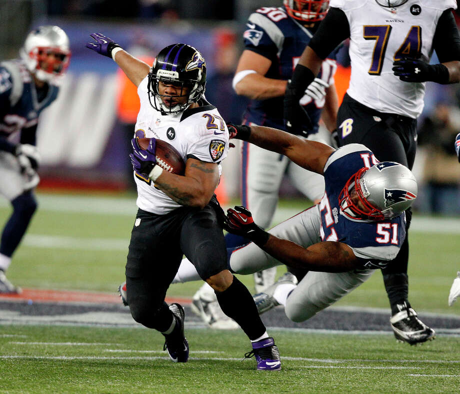 Patriots outside linebacker Jerod Mayo (51) fails to tackle Ravens running back Ray Rice. Photo: Stephan Savoia, Associated Press / AP