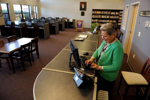 No. 6 Librarians: The bulk of librarians work in some school setting – either elementary or secondary education. That setting offers these professionals plenty of days off and lower stress.