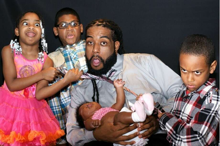 Cuzin Mann and kids (Courtesy the artist)