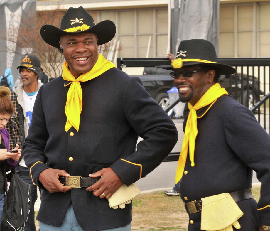 Bracy Goodwin (left) and Edward Hardy of the Bexar County Buffalo Soldiers, laugh after noticing that Goodwin had his belt buckle on upside down prior tot he start of the MLK March Monday. Photo: Robin Jerstad