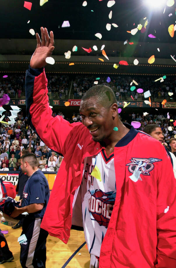 Hakeem is showered with confetti as he walks off the court for the last time as a Rocket on April 17, 2001. Photo: SMILEY N. POOL, HOUSTON CHRONICLE / HOUSTON CHRONICLE