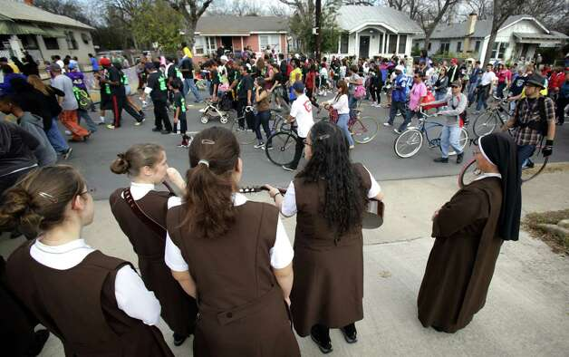 Carmelite Sisters of Devine Heart of Jesus sing songs as the Martin Luther King, Jr. March stroles along MLK Blvd.  Jan. 21, 2013. Photo: BOB OWEN, San Antonio Express-News / © 2012 San Antonio Express-News