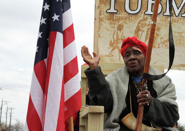 Ruther Stahaman, acting as Harriet Tubman, waves and sings as she rides along during the Martin Luther King Jr. March. Photo: Bria Webb, San Antonio Express-News / ©2013 San Antonio Express-News