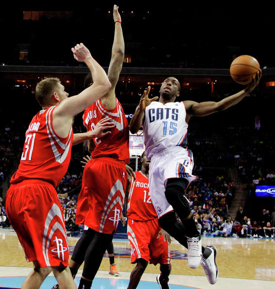 Bobcats guard Kemba Walker (15) drives past Marcus Morris (2) and Cole Aldrich (31) during the secon
