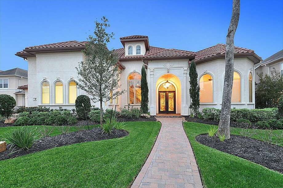Brian Cushing's waterfront estate in Missouri City(Photos from HAR.com)