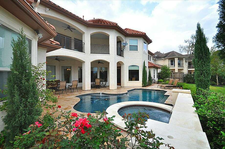 Brian Cushing's waterfront estate in Missouri CityYou can read and see more photos here.
