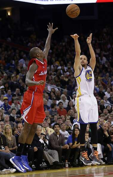 Golden State Warriors' Stephen Curry (30) makes a 3-point basket over Los Angeles Clippers' Jamal Cr