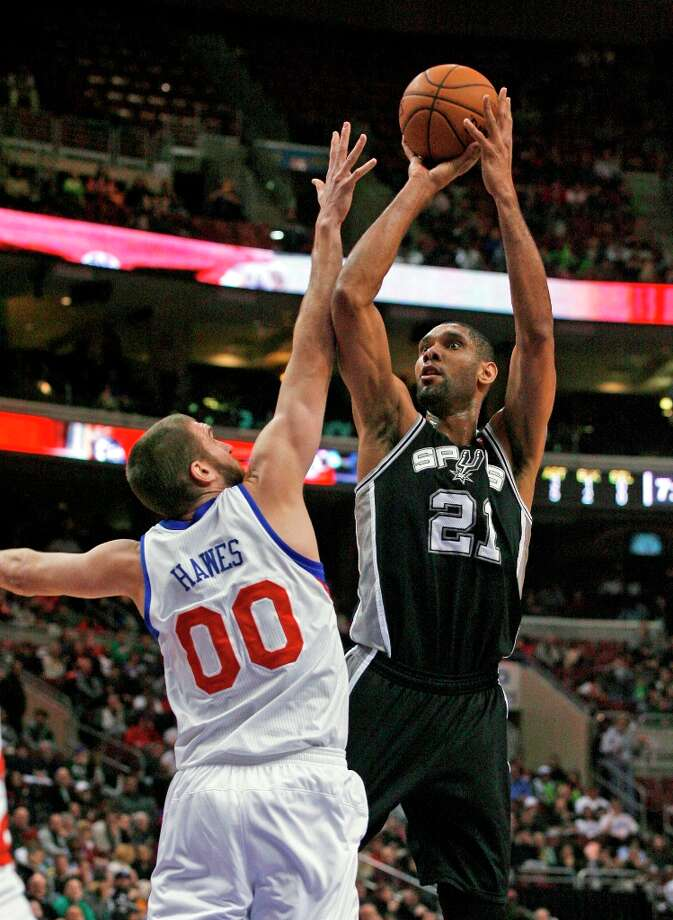 The Spurs' Tim Duncan (21) shoots over Philadelphia 76ers' Spencer Hawes (00) in the first half Monday Jan. 21, 2013, in Philadelphia. Photo: H. Rumph Jr, Associated Press / FR61717 AP