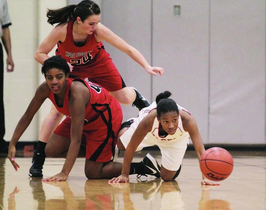 Julia Land scrambles for a loose ball against Huntington. Photo: Jason Dunn
