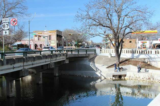 Reconstruction of the Cibolo Creek Bridge in Boerne will curtail the use of the trail under the bridge and will reroute auto traffic from 11 p.m. to 5 a.m. Sunday through Thursday nights as beams are placed for new portions of an expansion of the existing bridge. Photo: Lauri Gray Eaton / Northwest Wee