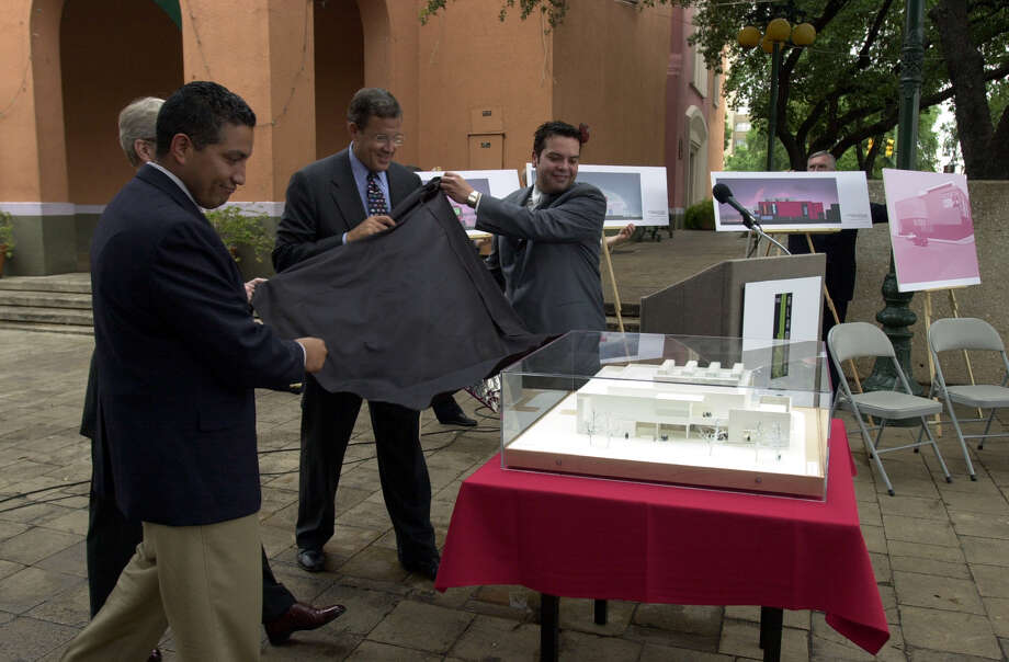 DAILY: City Councilman Bobby Perez (L), Lawrence Small (C), Secretary of the Smithsonian and Henry Munoz III, Founding Chairman of the Alameda National Center for Latino Arts and Culture, unveil a model of what will be a museum that will house exhibits from the Smithsonian at Market Square. The museum wil open in the spring of 2002. Staff Photo By: John Davenport Photo: JOHN DAVENPORT, JD / EN