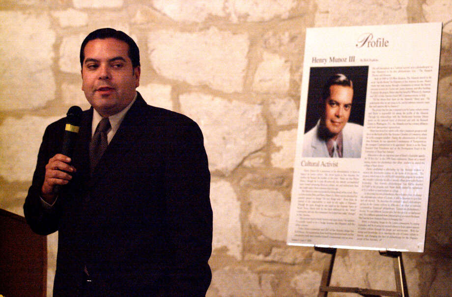 Henry Muñoz III talks on Oct. 13, 2000, about his philanthropy and being profiled in Philanthropy in Texas magazine during the Texas Philanthropy Hall of Fame Lunch and Learn at the Southwest School of Art and Craft. Photo: WILLIAM LUTHER, SAN ANTONIO EXPRESS-NEWS / SAN ANTONIO EXPRESS-NEWS