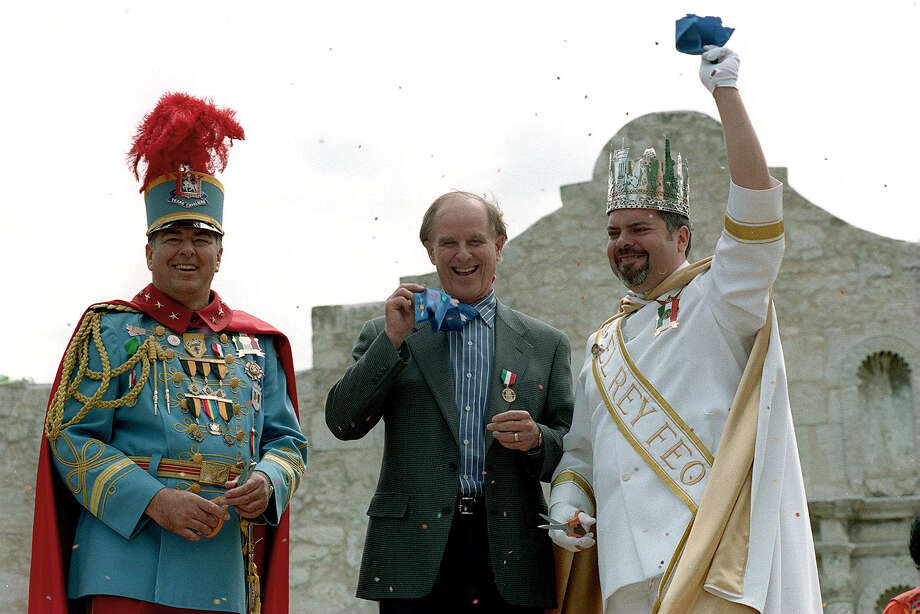 Last year's King Antonio Clyde Johnson III, Chamber Chairman Nelson Wolff, and El Rey Feo Henry Munoz on April 17, 1998. Photo: MORRIS GOEN, SAN ANTONIO EXPRESS-NEWS / SAN ANTONIO EXPRESS-NEWS