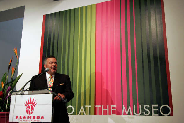 "Henry Muñoz, founding chairman of Museo Alameda, speaks, at the media preview for the exhibit ""Myths, Mortals, and Immortality: Works from Museo Soumaya de Mexico"" on June 24, 2008.  Photo: MARIANA QUEVEDO, SAN ANTONIO EXPRESS-NEWS / © San Antonio Express-News"