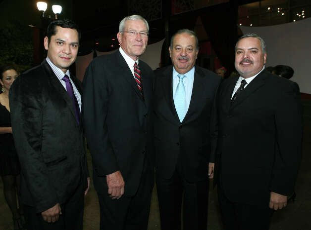 Eliseo Rios, Museo Alameda director, Ed Whitacre Jr., Carlos Slim Helu and Henry R. Muñoz III were at the honoring of Whitacre on Nov. 17, 2008, at the Museo. Photo: LELAND A. OUTZ, SPECIAL TO THE EXPRESS-NEWS / SAN ANTONIO EXPRESS-NEWS