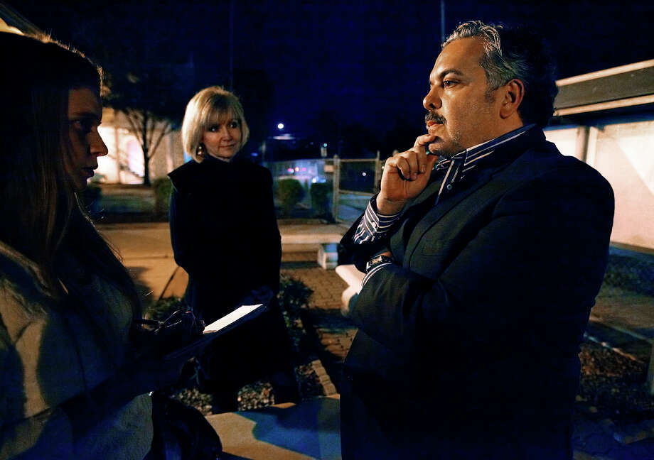 Henry Muñoz (right) of Mu¿oz-Jacobs Consortium fields questions after his firm was the declared the winner by the San Antonio Independent School District board to oversee the management of the $515 million bond program passed in 2010. Trish DeBerry (center) of Guerra DeBerry Coody is the consortium's communications associate. Muñoz-Jacobs Consortium will receive about $12 million for their services. Photo: KIN MAN HUI, SAN ANTONIO EXPRESS-NEWS / kmhui@express-news.net