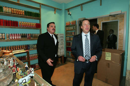 Ford Motor Company CEO Bill Ford, right, tours the Museo Alameda at El Mercado on Jan. 23, 2007. Escorting Ford is Henry Muñoz III, founding chairman of the Alameda National Center for Latino Arts and Culture. They were in a replica of a botanica, an exhibit by Franco Mondini-Ruiz. Photo: JERRY LARA, SAN ANTONIO EXPRESS-NEWS / San Antonio Express-News