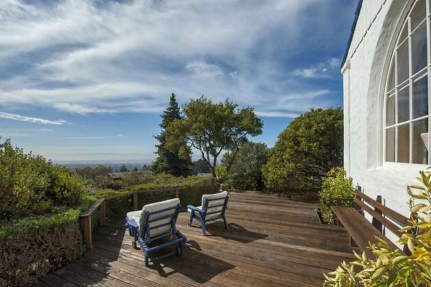 The home overlooks Oakland and the Bay Area. Photo: Thomas Grubba Photography