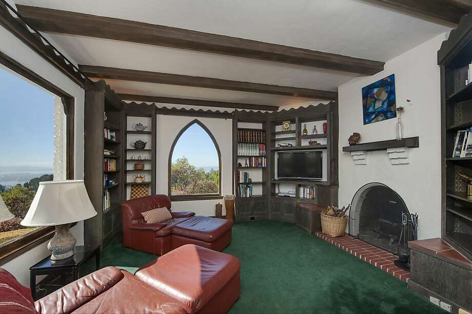 The library has a fireplace and views of the surrounding area.  Photo: Thomas Grubba Photography