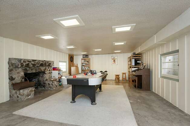 The furnished basement has a fireplace and can be used as a recreational room. Photo: Thomas Grubba Photography